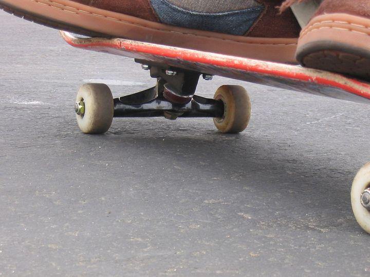1024px-Skateboard