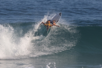 Stephanie Gilmore is the 2018 Oi Rio Pro Champion. After a spectacular event, the Australian surfer will continue to wear the Yellow Jersey in Bali as she keeps herself on top of the Jeep Leaderboard after defeating Lakey Peterson in the Final of the Oi Rio Pro in Saquarema, Rio de Janeiro, BRA.